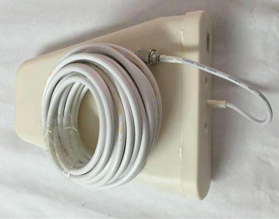 Для соединения антенн с центральным блоком используются входящие в комплект фирменные кабели