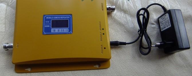 Питается прибор от обычной розетки 220 В через стандартный сетевой адаптер, идущий в комплекте