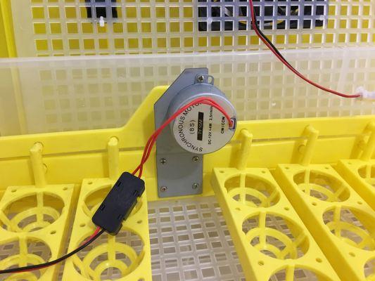 Подставка для яиц с поворотным механизмом