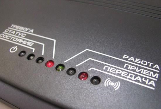 Светодиодная панель информирует пользователя о текущей работе системы