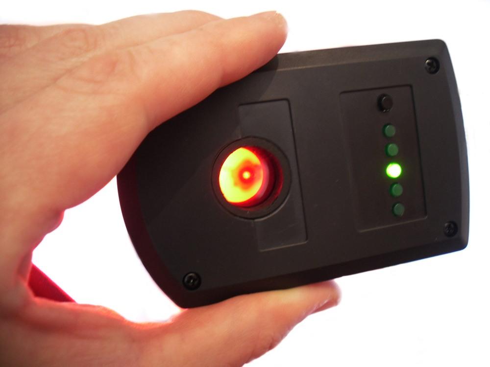 Лонго характеризует скрытые камеры как найти чему снятся блохи