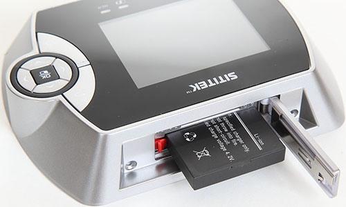 """Важным достоинством видеоглазка SITITEK """"PentaLux"""" является использование мощного аккумулятора на 1800 мА/ч, который обеспечивает автономную работу внутреннего блока на протяжении 1000 часов в режиме ожидания (нажмите для увеличения)"""
