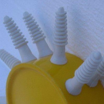 Перосъемная насадка оборудована 15 силиконовыми пальцами